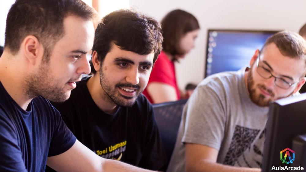 Aprender: 3 alumnos y una alumna de aula arcade diseñan y crean un juego en tan solo 48 horas