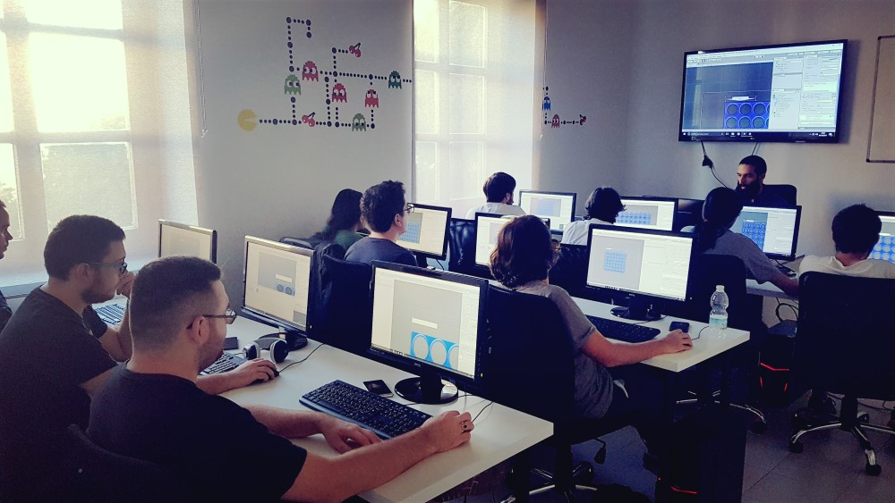 Clases de programación de videojuegos con unity. Aprende a crear juegos con aula arcade