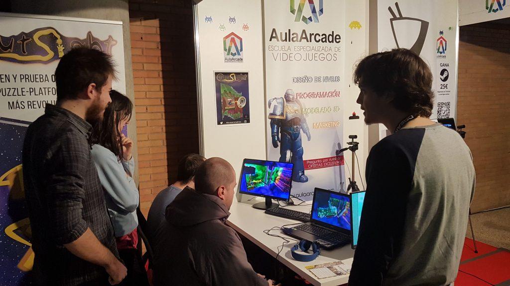testers acuden al stand de Aula Arcade durante el DreamHack 2018